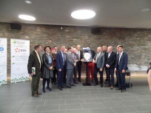 Remise du trophée EDF 2016 aux Communes d'Allonzier la Caille, de Cruseilles et au Conseil Départemental pour la mise en lumière du pont Charles-Albert, ce vendredi 7 avril 2017, à la salle « espace des Bains » d'Allonzier.