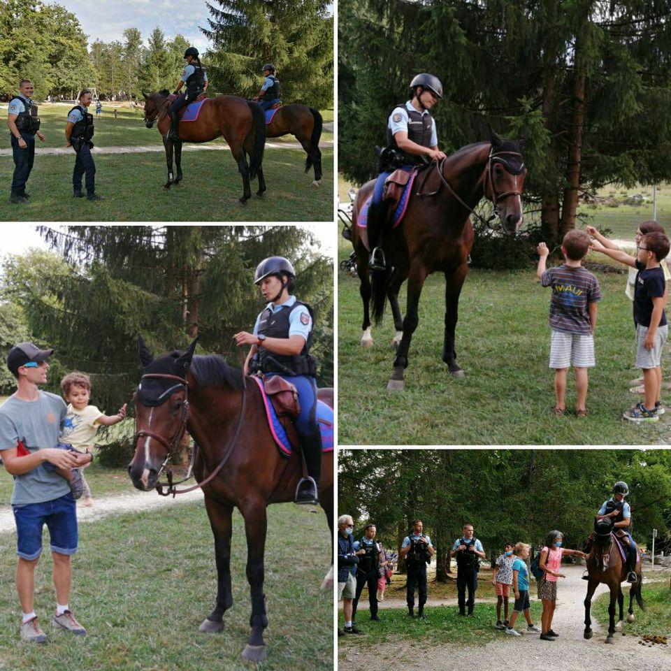 Ce mercredi 26 août, la patrouille de la garde républicaine nous a rendu une petite visite à Cruseilles pour le plus grand plaisir des visiteurs du parc des Dronières qui ont pu échanger avec les gendarmes et caresser les chevaux... Merci à la patrouille pour sa sympathique présence !